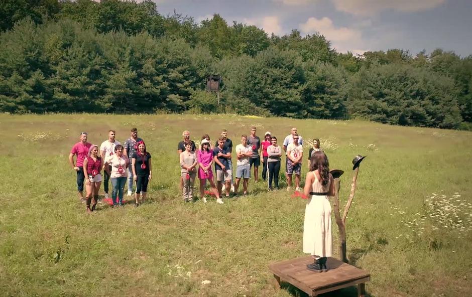 Na Kmetiji je že zadišalo po ljubezni (foto: POP TV)