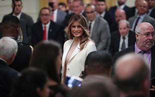 Melania Trump v hlačah, ki še bolj poudarijo njeno vitko postavo