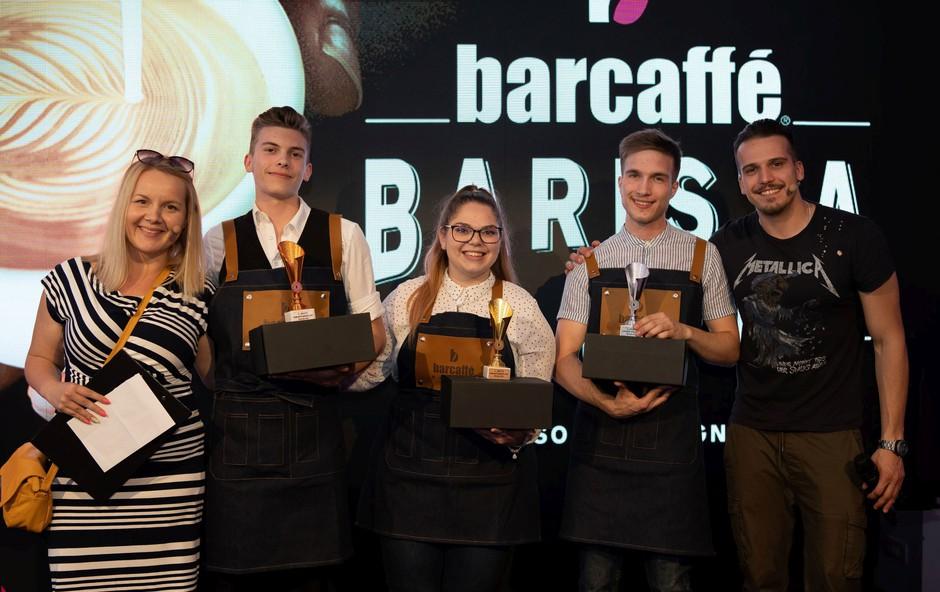 Slovenski finalisti Luka Pustavrh-Blaž Zakšek-Tjaša Rogelj z voditeljema Tanjo in Korijem (foto: Barcaffe Press)