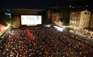 Kino na prostem, ki sprejme več kot 3000 gledalcev.