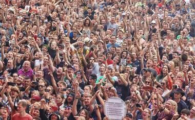 POLJSKA VERZIJA<br /> Pol'and'Rock festival je tradicionalni glasbeni festival po zgledu Woodstocka. Gre sicer za enega največjih festivalov na prostem na svetu.