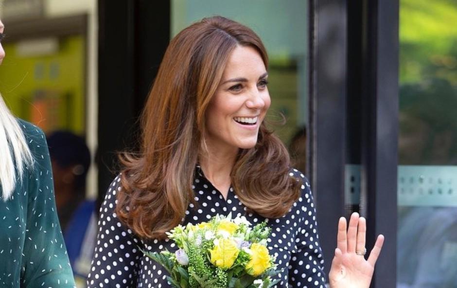 Kate Middleton je očarala s čudovito obleko in uhani princese Diane (foto: Profimedia)
