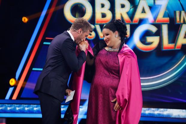 V prvi oddaji je slavila Ana Dežman, ki se je prelevila v Aretho Franklin. (foto: Miro Majcen / POP TV)