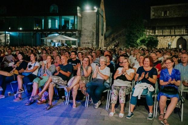 Uroš je dodobra nasmejal številno občinstvo. (foto: Foto: Ksaver Sinkar)