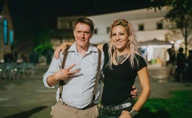 Uroš Kuzman in Eva Breznikar, pevka in oblikovalka Evile Eve.