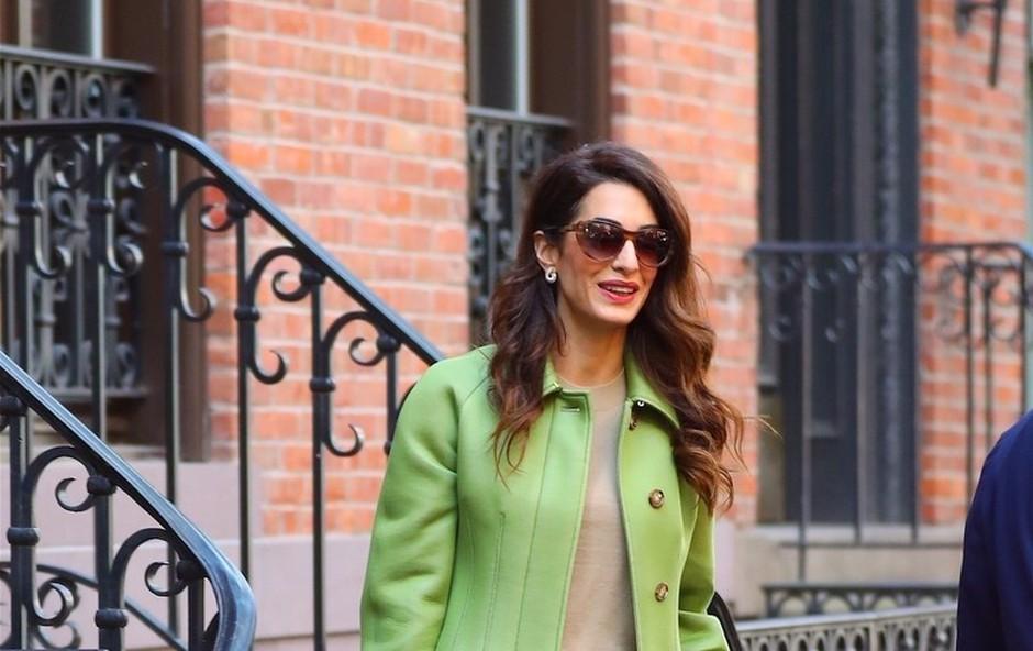 Amal Clooney osvojila z zelenim kostimom (foto: Profimedia)