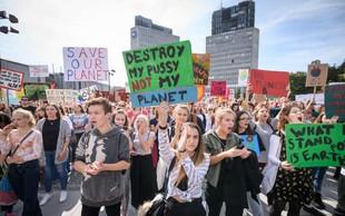 Več kot tisoč mladih v Ljubljani zahtevalo razglasitev podnebne krize