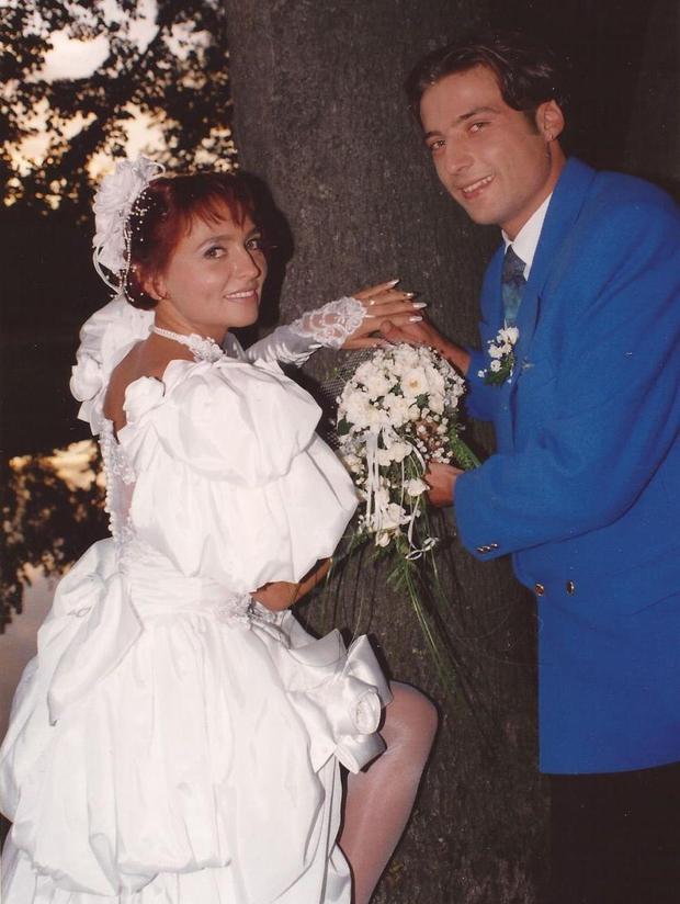 Bi jo prepoznali? Takšna je bila Natalija Kolšek na poročni dan pred 24 leti (foto: Osebni album Natalije Kolšek)