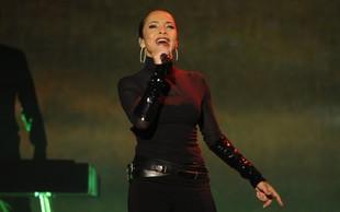 """Hčerka pevke Sade Adu je postala moški: """"Mama mi je ves čas stala ob strani"""""""