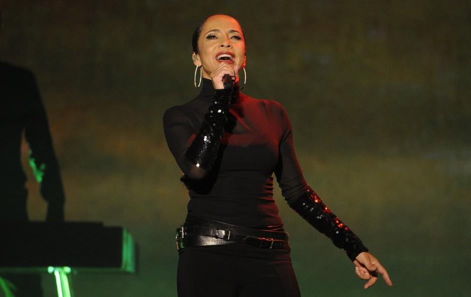 """Hčerka pevke Sade Adu je postala moški: """"Mama mi je ves čas stala ob strani"""" (foto: Profimedia)"""