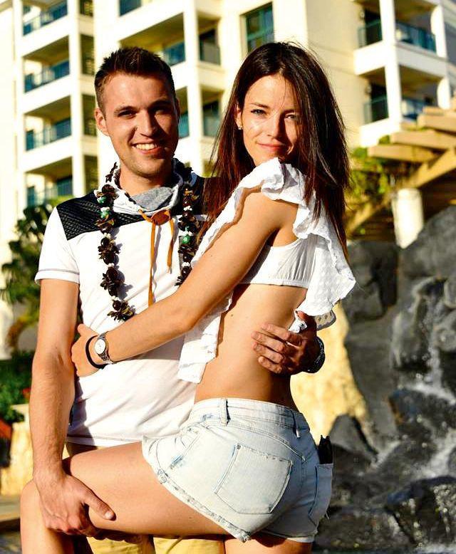 Barbara Ogrinc in Rok Žlindra po trinajstih letih ljubezni na sanjskih Havajih dahnila usodni da (foto: Osebni album)