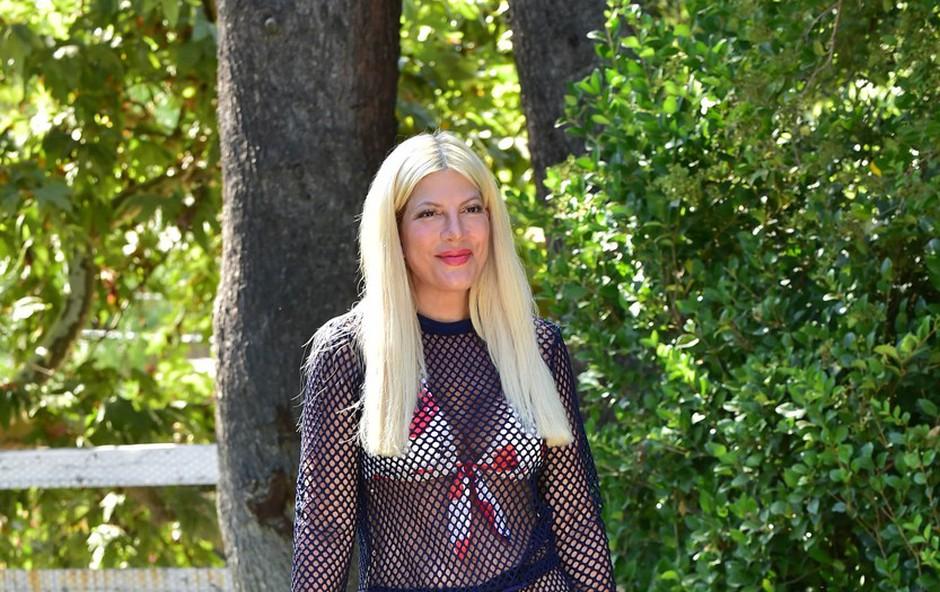 Tori Spelling v mrežasti ... Trenirki? (foto: Profimedia)