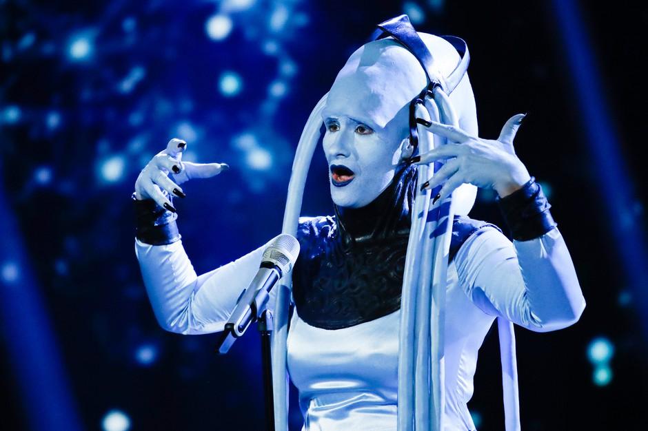 Neverjetna preobrazba! Poglejte, kako je Ana Dežman v nedeljo v petih urah postala 'vesoljka' Plavalaguna (foto: Miro Majcen / POP TV)