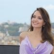 Angelina Jolie presenetila v vijolični barvi: Končno se je odpovedala večni črni!