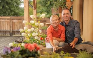 Metka in Frank Reiser v kompaniji z deževniki za zadovoljne rastline v lončkih!