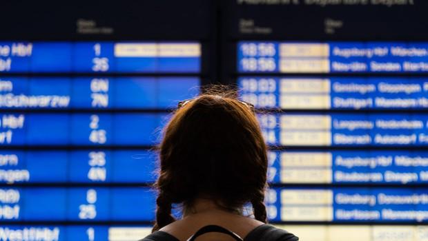 Pravice potnikov v primeru zamude leta: Ja, imate jih. Preverite, kakšne so! (foto: Profimedia)
