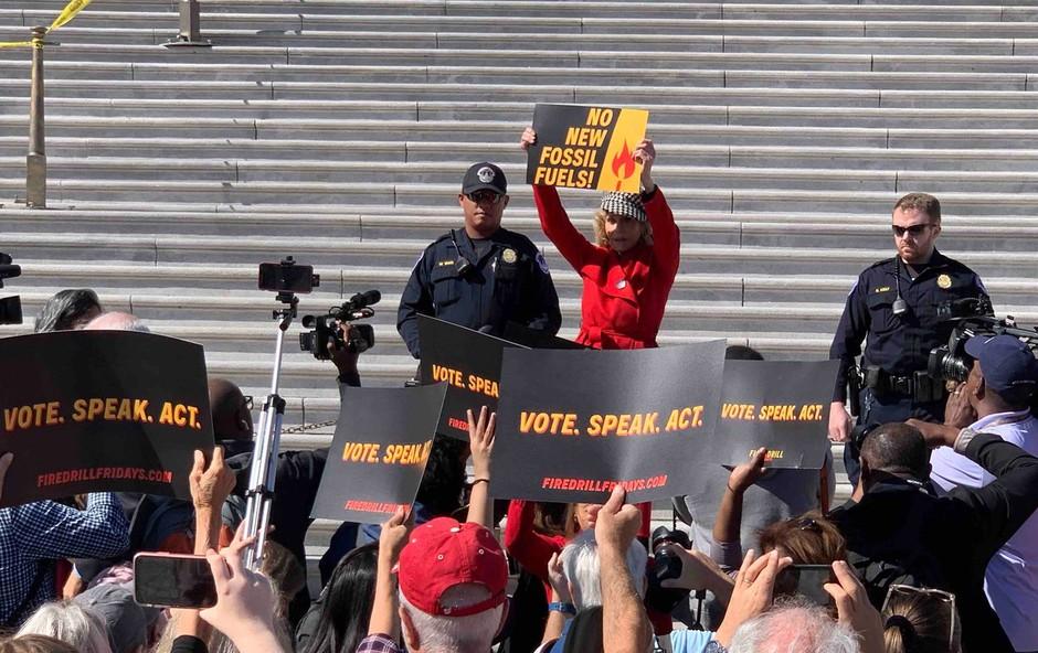 81-letna Jane Fonda aretirana zaradi udeležbe na protestu (foto: Profimedia)