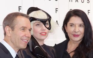 Srbski mediji: Marina Abramović naj bi pevki Lady Gaga pomagala iz pekla droge