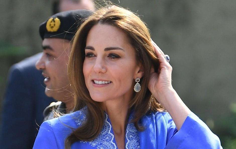 Kate Middleton z modnim dodatkom, ki je na voljo tudi pri nas! (foto: Profimedia)