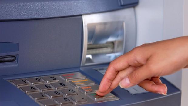 Pri enkratnem plačilu z brezstičnimi karticami PIN odslej ni več potreben za zneske do 25 evrov (foto: Profimedia)