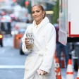 Jennifer Lopez ni mogla skriti velike buške na glavi