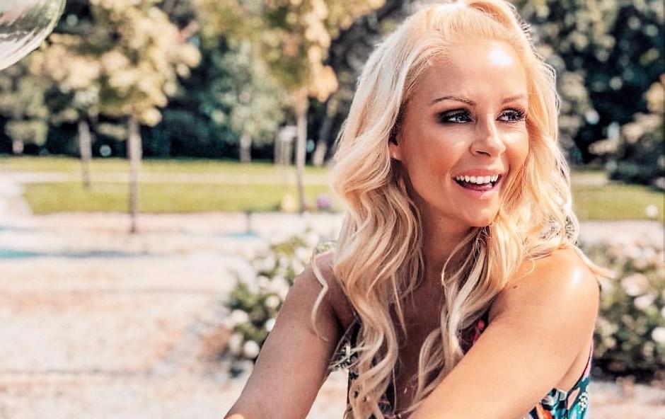 Špela Grošelj razkrila svoj beauty trik, kako si uredi lase, ko zmanjka časa in s čim si pri tem pomaga (foto: Instagram/Špela Grošelj)
