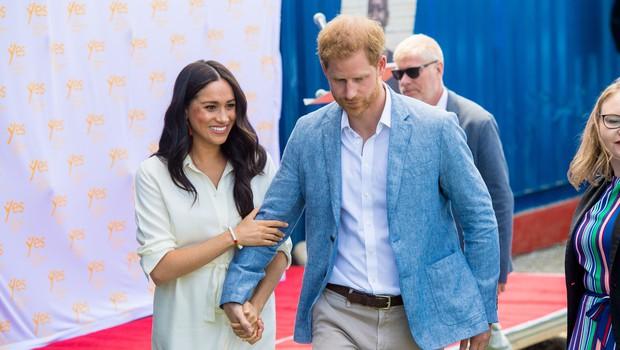 Kraljica Elizabeta ima dovolj, fotografija Meghan in Harryja nima več mesta v njeni uradni rezidenci (foto: Profimedia)