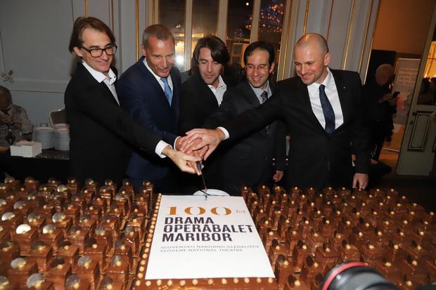 Obletnico so počastili s slastno torto. (foto: Foto: Sng)