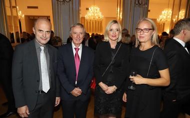 Janez Lombergar, Darko Pašek, nekdanji urednik Radia Maribor; Mojca Šetinc Pašek, novinarka, voditeljica in urednica; Ksenija Horvat, novinarka.