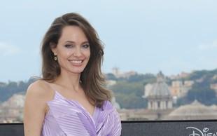 Zdaj pa še ta udarec: Angelina Jolie prodala dragoceno darilo, ki ga je dobila od Brada Pitta. Ji finančno trda prede?