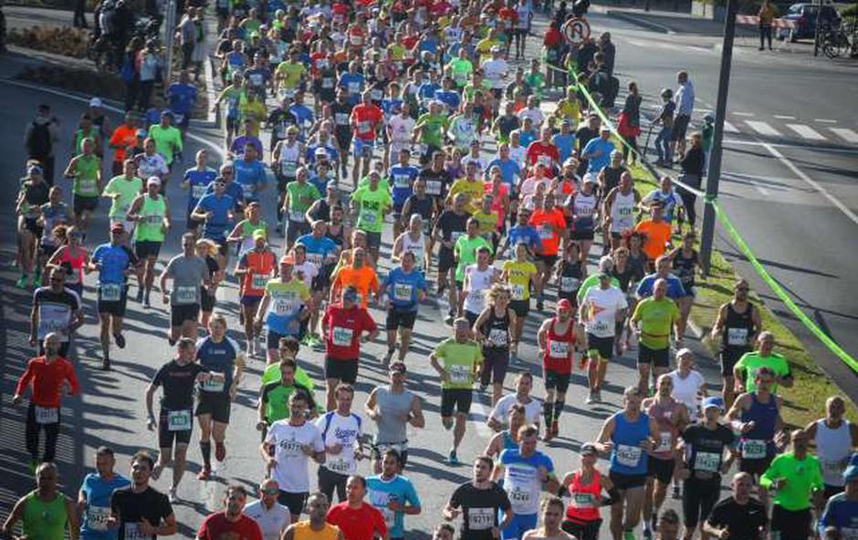 "Na 24. ljubljanskem maratonu ""padli"" trije rekordi, prisostvovalo je 19.612 udeležencev (foto: Anže Malovrh/STA)"