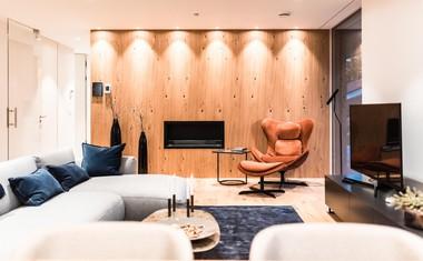Hišo odlikujejo čiste linije, sodobnost in kompakten dizajn.