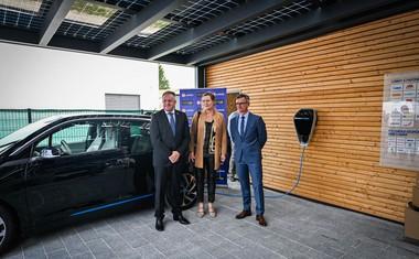 V ponudbi iEDITION, v Lumarju so jo razvili s podjetjem BMW Slovenija in njihovo znamko BMW i, so dodali solarni nadstrešek in polnilna postajo za e-avtomobile.