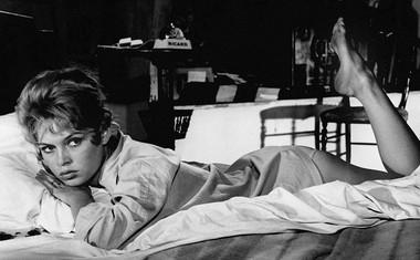 Legendarni film In bog je ustvaril žensko, ki ga je režiral Roger Vadim, v njem pa je igral tudi Jean-Louis Trintignant.