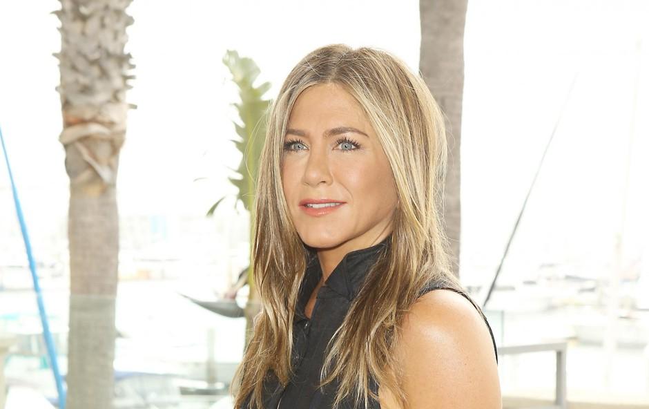 Jennifer Aniston navdušila z objavo v družbi psička (foto: Profimedia)