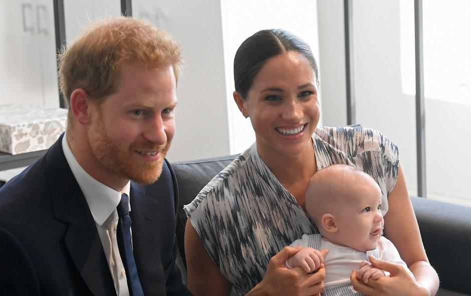 Fotografija malega Archieja je obnorela svet, prva pa sta še vedno Kate in William (foto: Profimedia)
