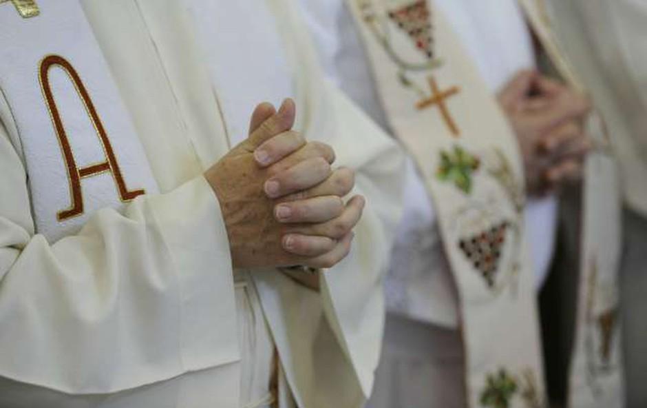 Na Hrvaškem se zmanjšuje število vernikov, ki hodijo k maši (foto: STA)