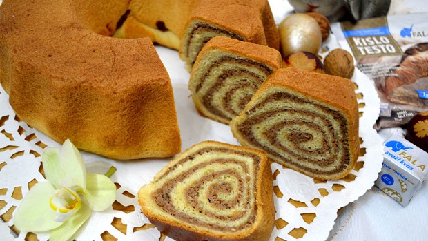 Pirina orehova potica z marmelado (foto: FALA)