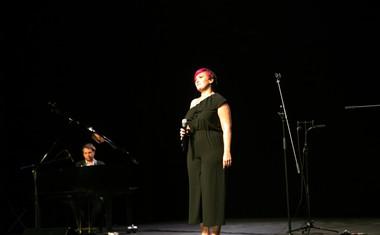 Pevka Tanja Srednik in glasbenik Anže Vrabec.