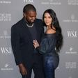 Kim Kardashian in Kanye West z družinsko sliko vsem zaželela lep božič