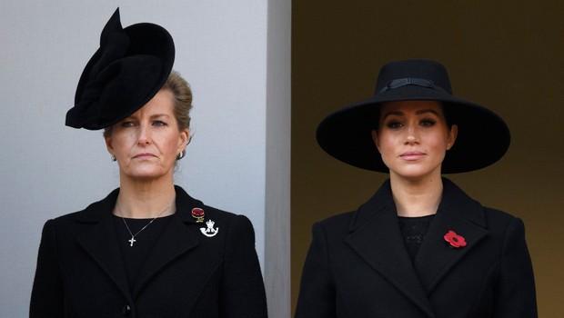 Kate Middleton je stala ob kraljici, Meghan Markle pa daleč stran (foto: Profimedia)