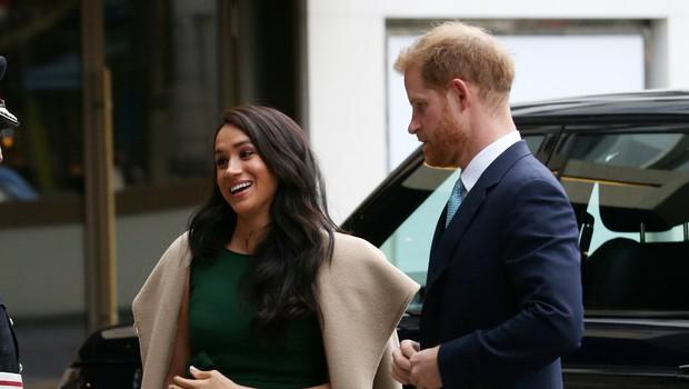 Britanski mediji trdijo, da Meghan Markle in princ Harry za božič ne bosta v kraljevi palači, kraljici naj bi prekipelo (foto: Profimedia)