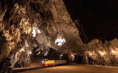 Po 43 letih so popolnoma prenovili vozni park Postojnske jame.