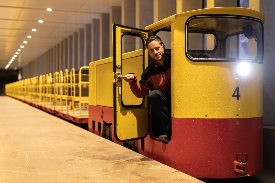 Za tradicionalno podobo novih vlakov se skriva dragocen jamski know-how. (foto: Park Postojnska jama)