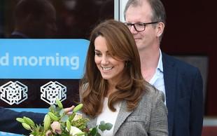Kate Middleton je izbrala preprosto modno kombinacijo, ki je ni težko kopirati