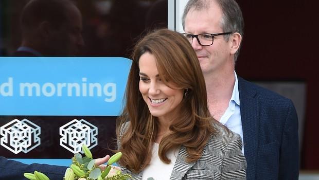 Kate Middleton je izbrala preprosto modno kombinacijo, ki je ni težko kopirati (foto: Profimedia)