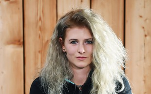 Spoznajte osemnajstletno Saro, ki na snegu deska že šestnajst let