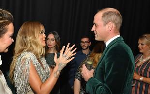 Princ William s poljubi pozdravljal slavno pevko, Kate Middleton ostala doma