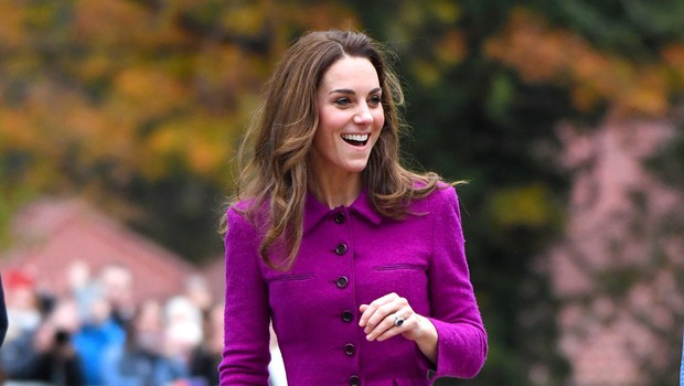 Kate Middleton znova zablestela v vijolični obleki, ki smo jo pri njej že videli