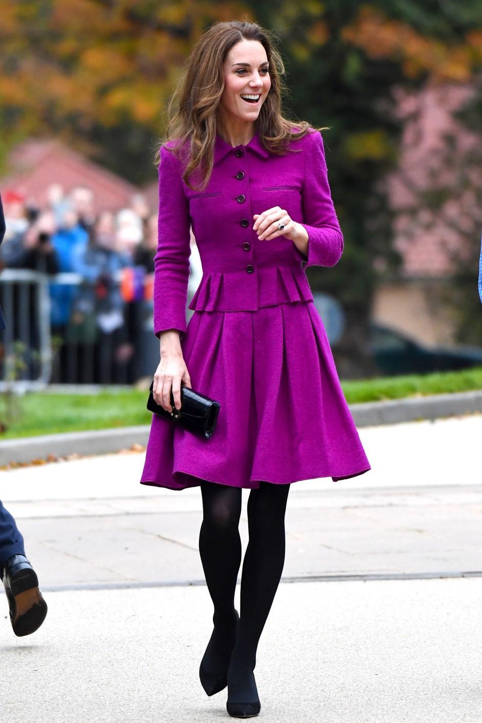 Kate Middleton znova zablestela v vijolični obleki, ki smo jo pri njej že videli (foto: Profimedia)